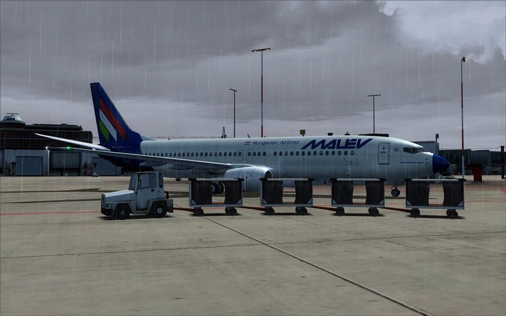 Boeing 737-800 Malev 25-6