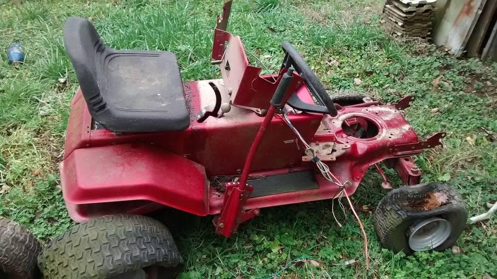 Newbie with three and a half-ish tractors... [PICS] IMG_20151231_144142381_zpswqgyjqak