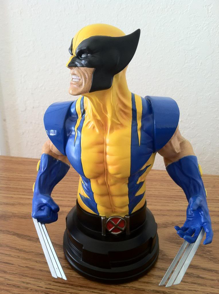 WOLVERINE YELLOW AND BLUE MINI BUST 040_zpscd143df4