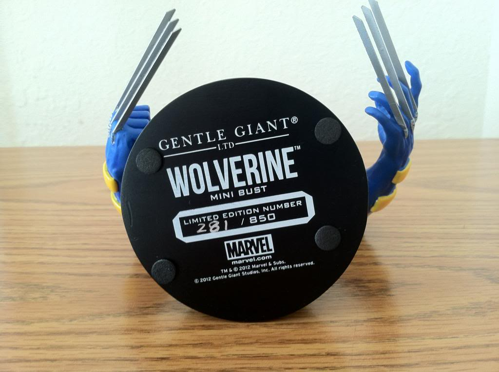 WOLVERINE YELLOW AND BLUE MINI BUST 050_zps42b6562f
