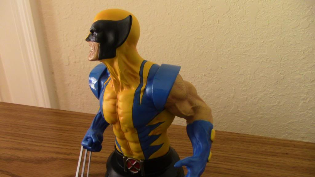 WOLVERINE YELLOW AND BLUE MINI BUST 104_zps6e271932