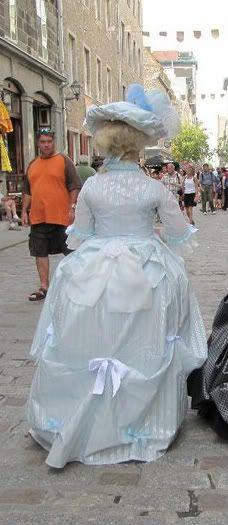 Costume historique <3<3 39252_1558925930762_1163685084_31621243_7442795_n