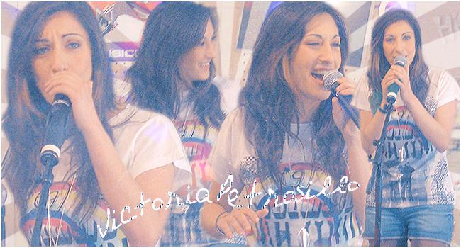 Une voix... Une femme... Victoria !!!