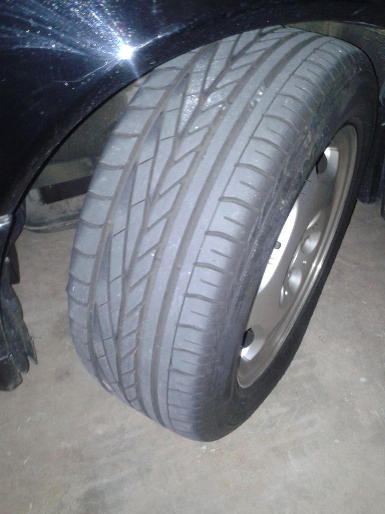 W210 - E420 Elegance 1997- 86500km - R$35.490,00 VENDIDA Pneu2_zpsac735b61