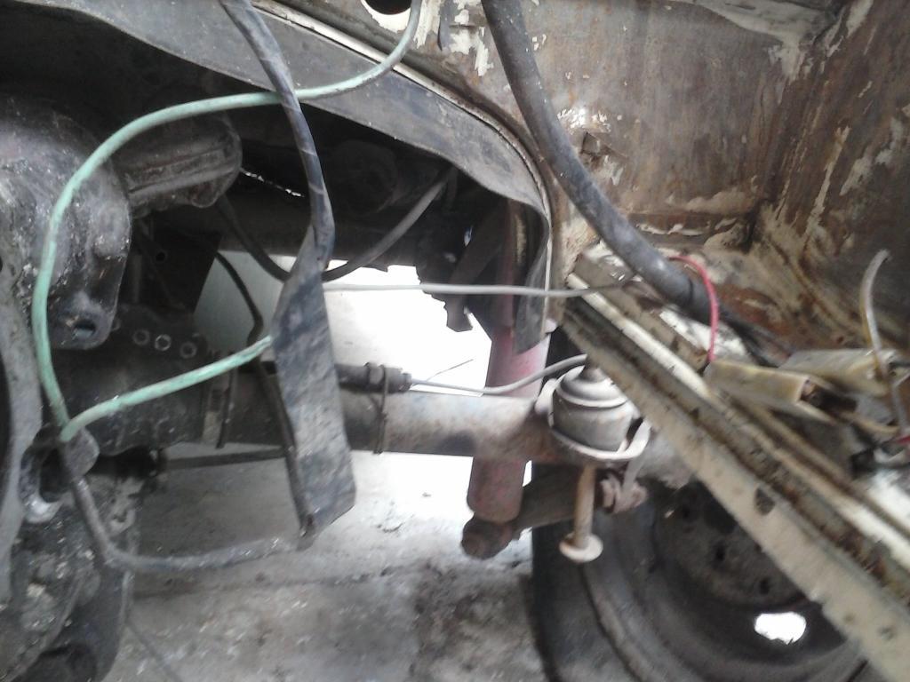 Les muestro mis avances con el interior y el piso de mi rata CAM00707_zpsc9ddb803