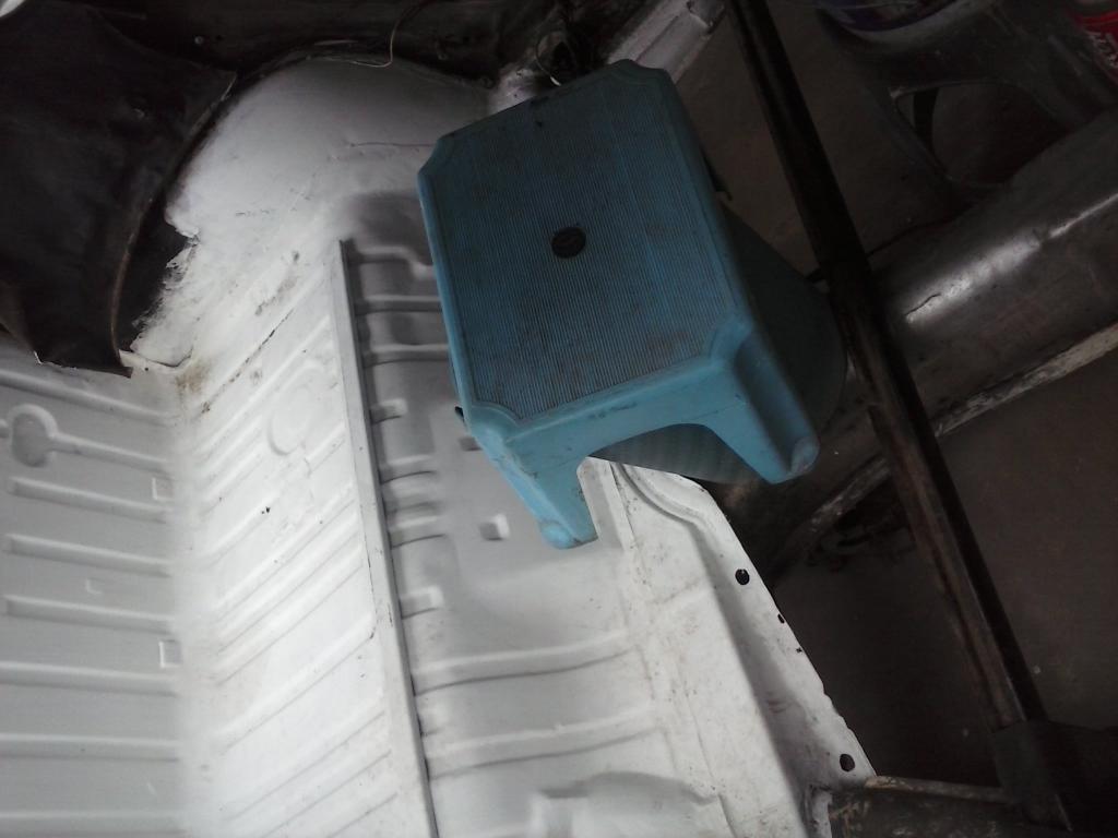 Les muestro mis avances con el interior y el piso de mi rata CAM00720_zpsd61365f4