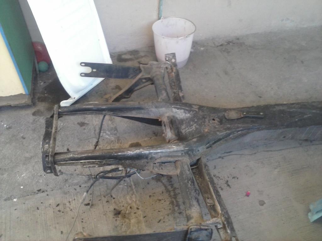 Les muestro mis avances con el interior y el piso de mi rata CAM00856_zps6ff537e7