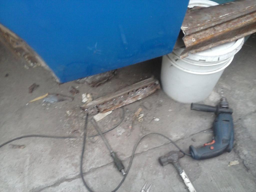 Les muestro mis avances con el interior y el piso de mi rata CAM00872_zpsf652821f