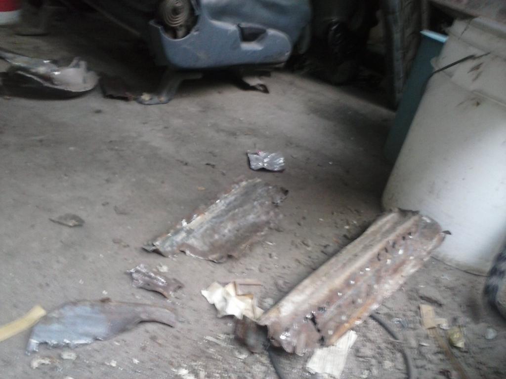 Les muestro mis avances con el interior y el piso de mi rata CAM00879_zpsd477fff0