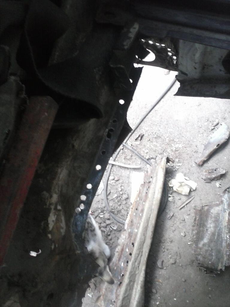 Les muestro mis avances con el interior y el piso de mi rata CAM00884_zps60134b5c