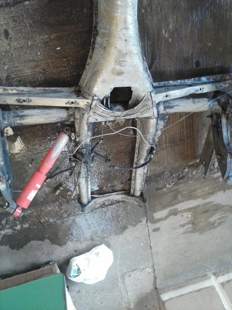Les muestro mis avances con el interior y el piso de mi rata CAM00995_zpsf30f573c