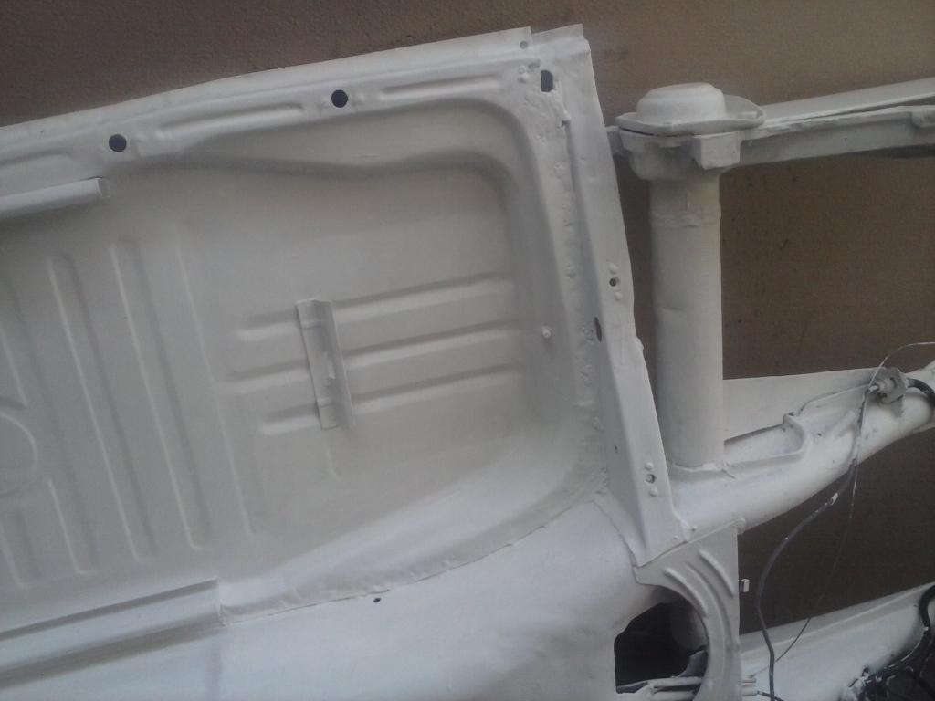 Les muestro mis avances con el interior y el piso de mi rata CAM01095_zps480eed7d