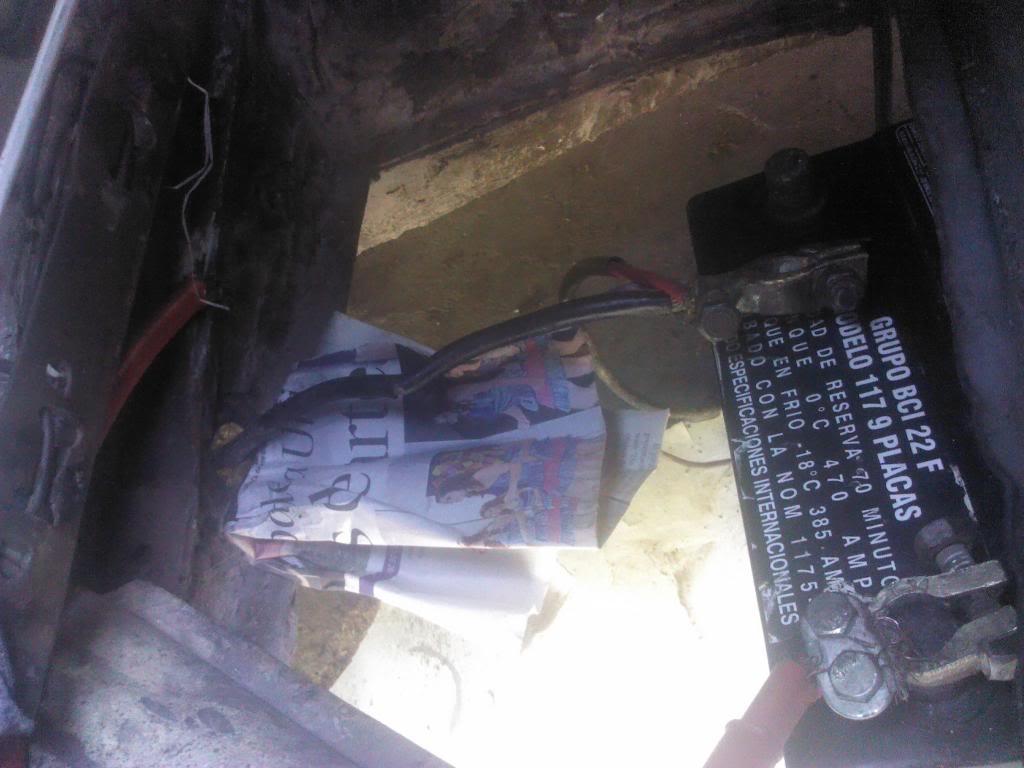 una preguntota sobre la polaridad de la bateria de mi vichito IMG_20121024_123736_zpsd47e90fe