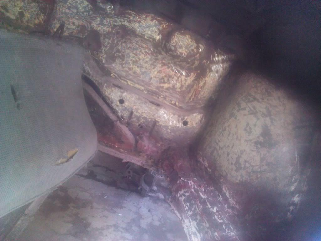 Les muestro mis avances con el interior y el piso de mi rata IMG_20130204_134005_zps2a650e89