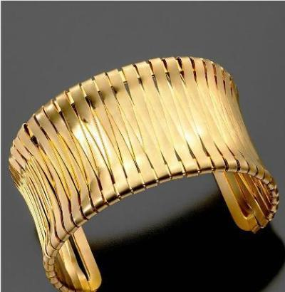 Volim zlatno - Page 5 Modern_chic_looks_kenneth_cole_gold_cuff_zps8ff8893d