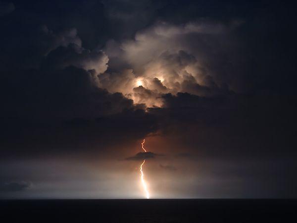 Nebo i oblaci - Page 4 Lightning-ocean-myrtle-beach_42003_600x450_zps6f6df7de