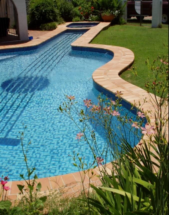 Bazeni Guitar-shaped-swimming-pool_zps04494d94