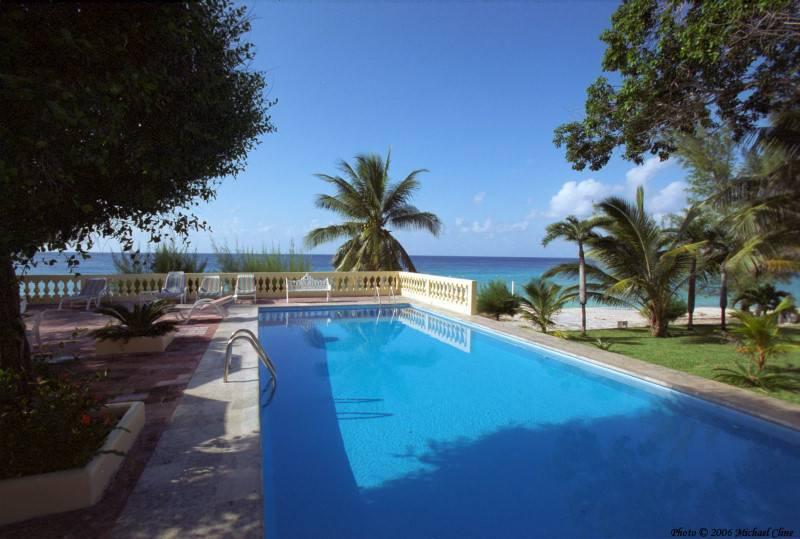Bazeni - Page 2 Villa-con-piscina_zpsf4664c21
