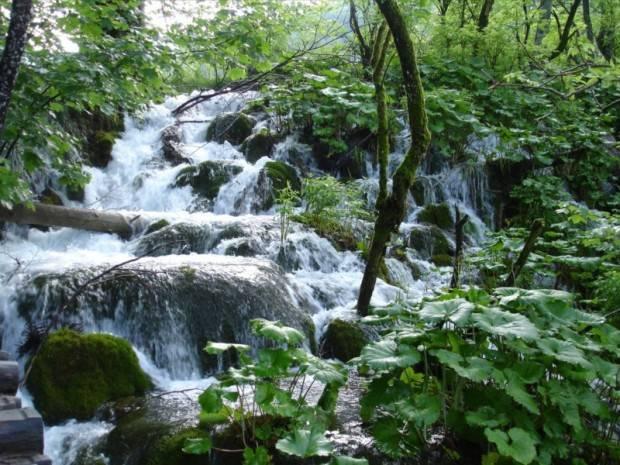 Vodopadi - Page 4 Waterfalls_by_derDotzi-620x465_zps7c25562f