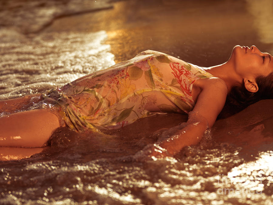 Lijepe i mokre - Page 6 1-woman-in-wet-dress-at-the-beach-oleksiy-maksymenko_zps3ab8beea