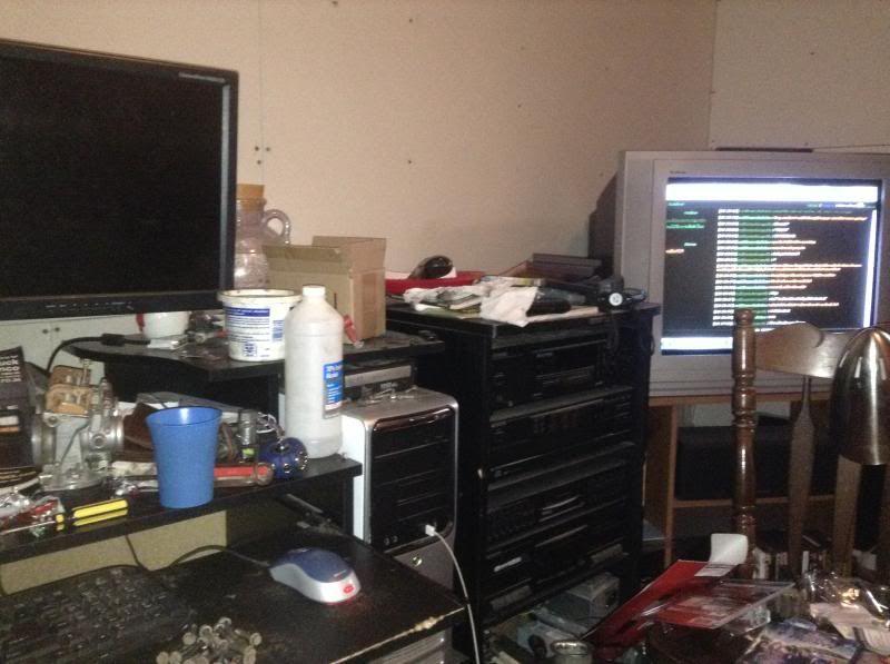 xxXMowerdudesXxx room, a real gearheads room IMG_21911_zpsbb0fb045