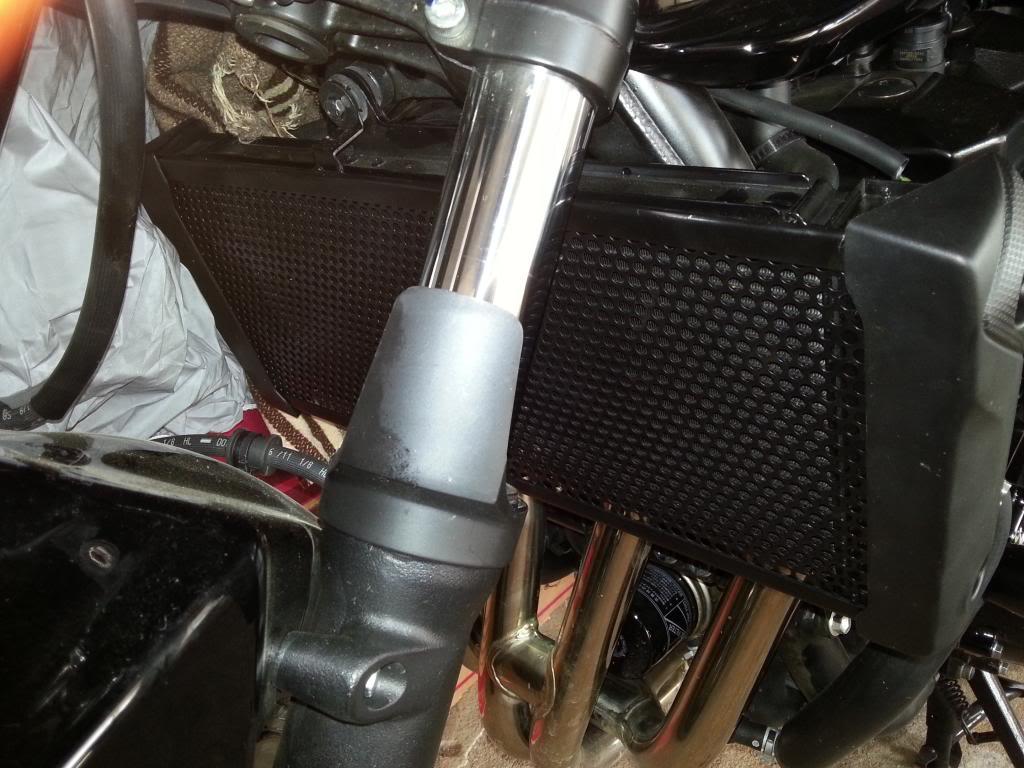 eu fiz um protetor de radiador p bandit (Fotos) 20130919_102646_zpsda0f3f64