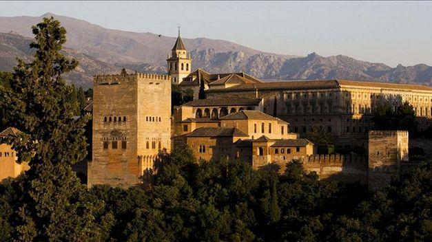 photo Alhambra-excepcionalmente-publico-Torre-Polvora_TINIMA20120606_0181_5_zps27e133f1.jpg