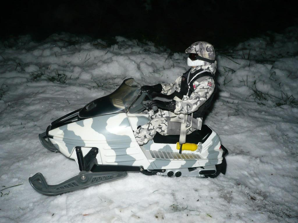 Lanards SKIDOO aka Snow mobile 337870_10151666326324782_1907981932_o_zpsikeivmic