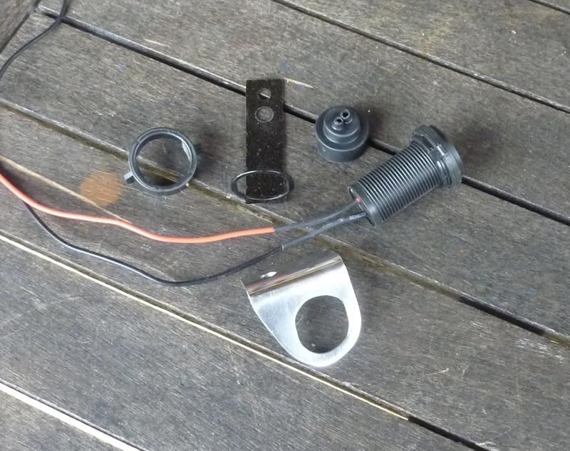 Power Sockets & Custom Brackets P1030544_zpsrwtllykb