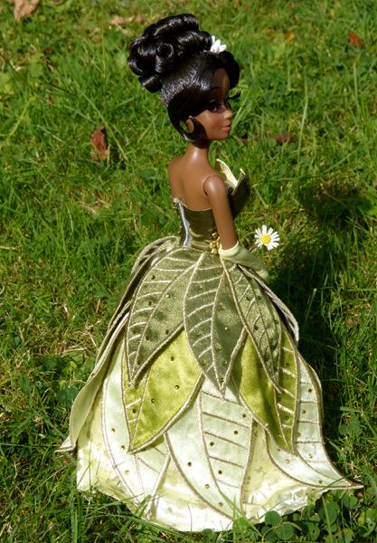Nos poupées Designer en photo - poupée de la semaine - Page 20 P1090492_zps11361a4d