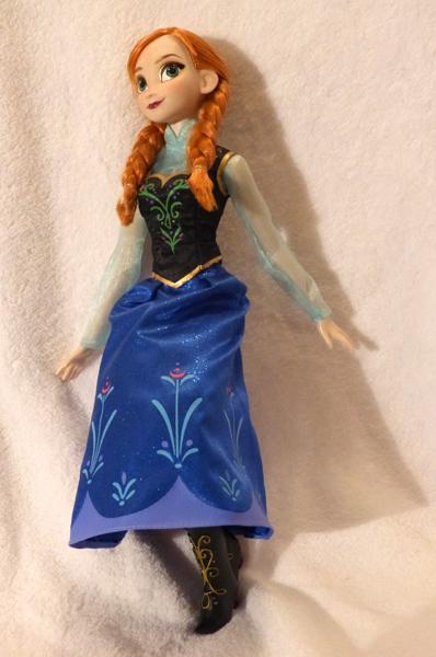 Disney Princesses Singing Dolls P1050679_zps79cb517e