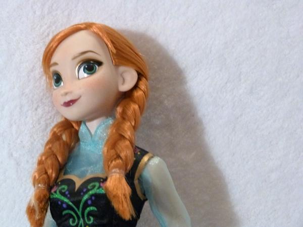 Disney Princesses Singing Dolls P1050680_zps262bdefe