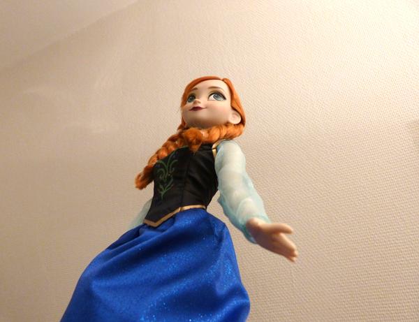 Disney Princesses Singing Dolls P1050730_zpsc3265b3e