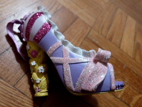 Chaussures miniatures disney (ornement) - Page 3 P1060355_zpsfe346c4c