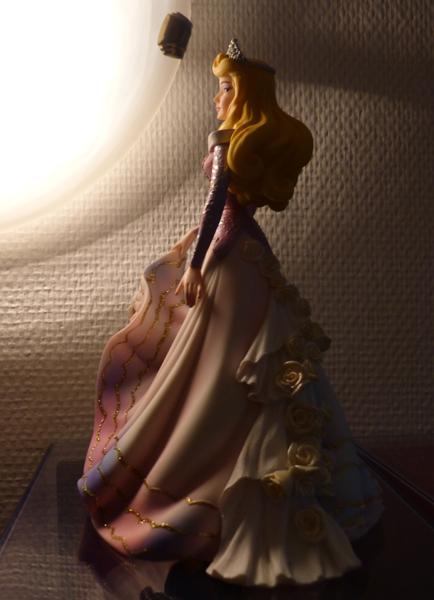 Disney Haute Couture - Enesco (depuis 2013) - Page 5 P1060840_zpsd160f9ea