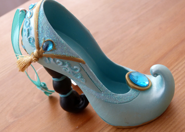 Chaussures miniatures disney (ornement) - Page 3 P1080385_zps56c9c461