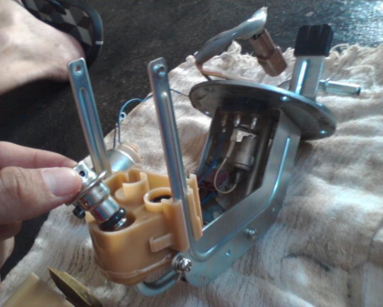 bomba - (TUTORIAL) consertando a bomba de combustível LimpezaBomba22_zpscc48a5f9
