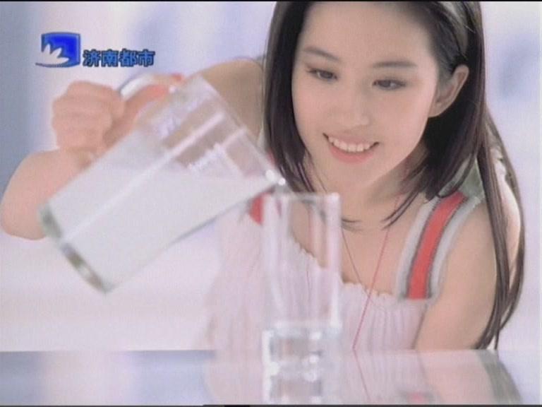 [2008] แคปภาพโฆษณานมเปรี้ยวอีลี่ 20080411_38404818c530b6dabf0eYAlj2OEcibDQ_zpsc4f6db01