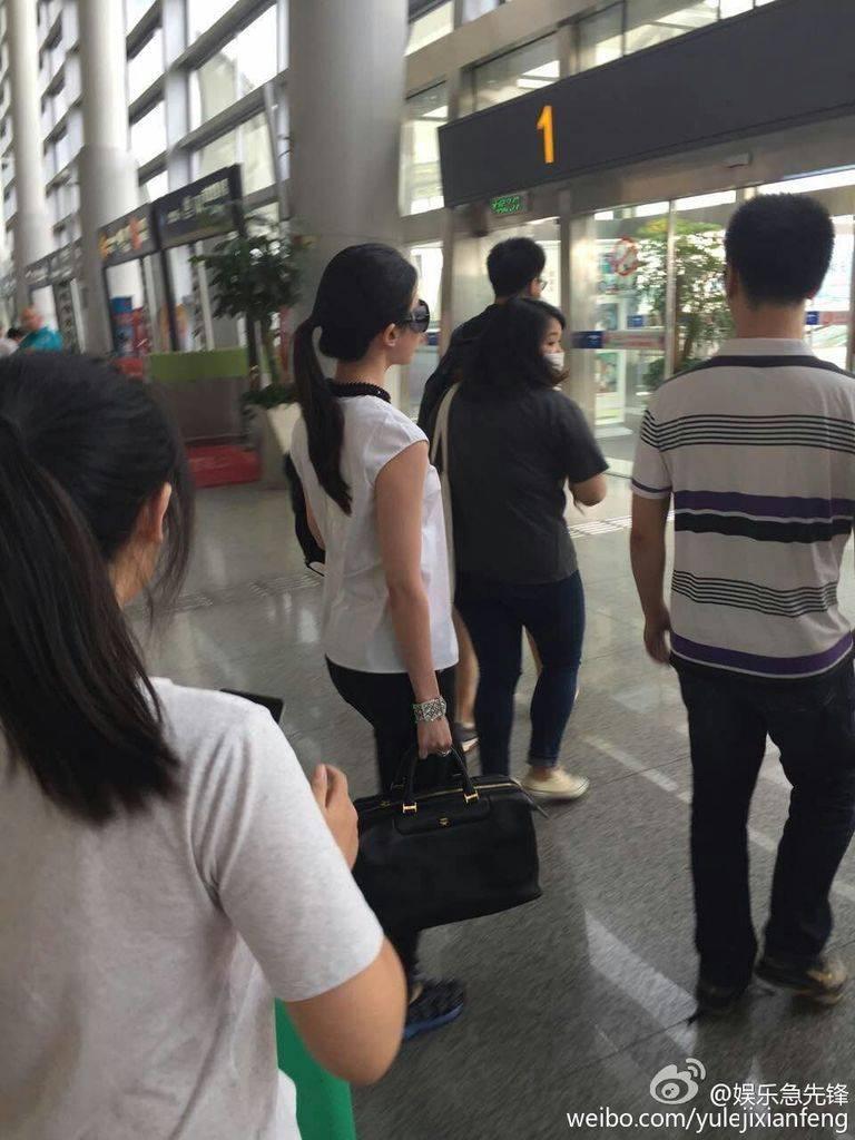 [11/08/2015] สนามบินหวงฮวา นครฉางซา 669fbb2dgw1euyujaxvhhj20qo0zk419_zpsegio8tfz