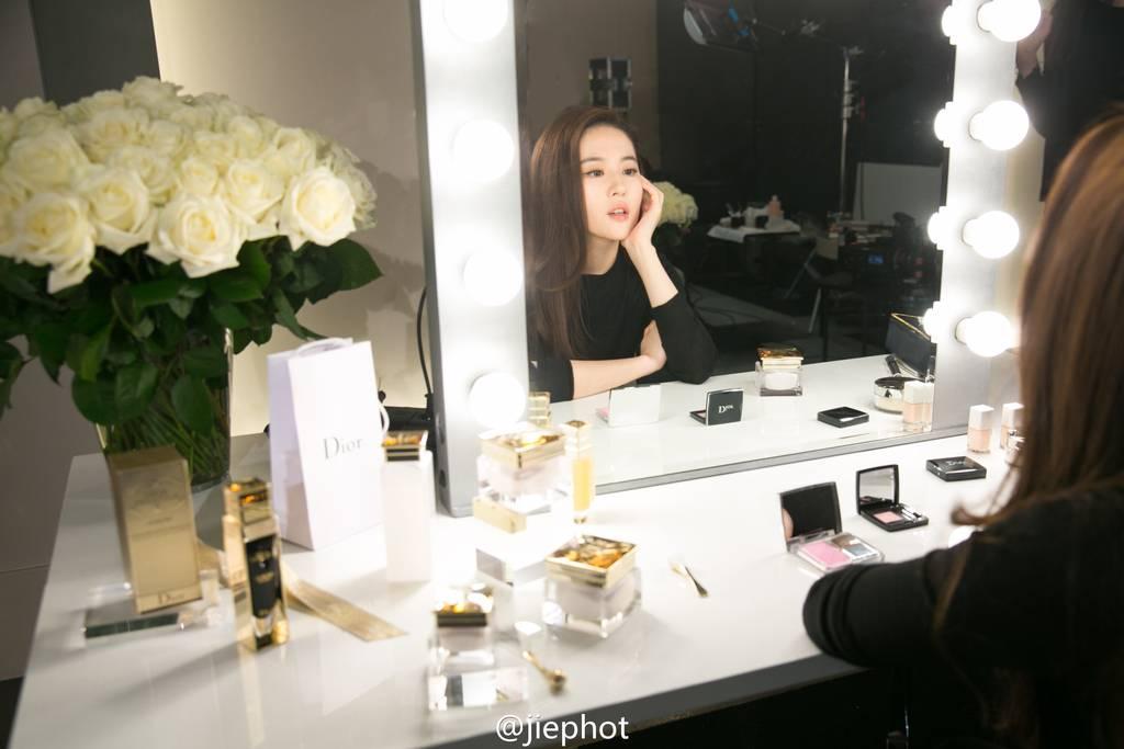 Dior Prestige Ads - BTS 4b4b3d47gw1f0e65nrr9vj22vh1wz4qr_zpsalvluune