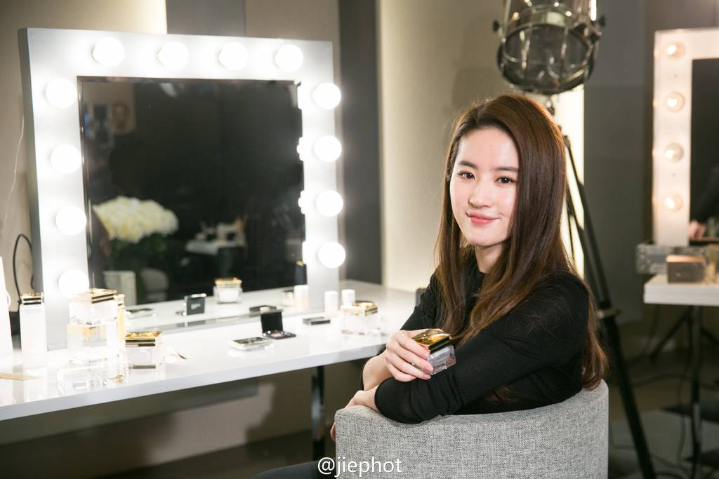 Dior Prestige Ads - BTS 4b4b3d47gw1f0e665hwbmj22vb1wvqv7_zpsevzvb2m1