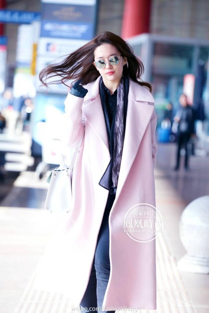 [22-01-2016] ปารีสแฟชั่นวีค 2016 สนามบิน 80e3e3d0jw1f08aoql46vj21jk2b8aro_zpswmyn7uiq