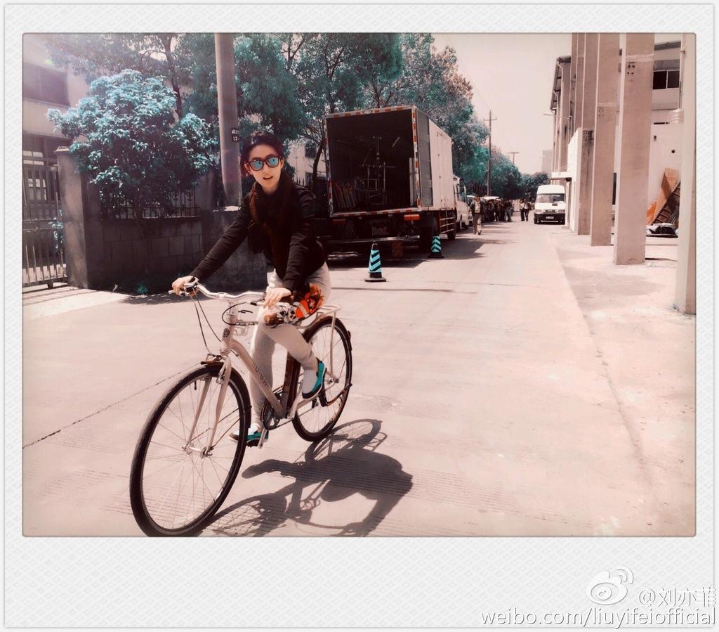 Yifei's Sina พ.ค.- ส.ค. 2558 Sina17052015.1_zpsizn7k6mp