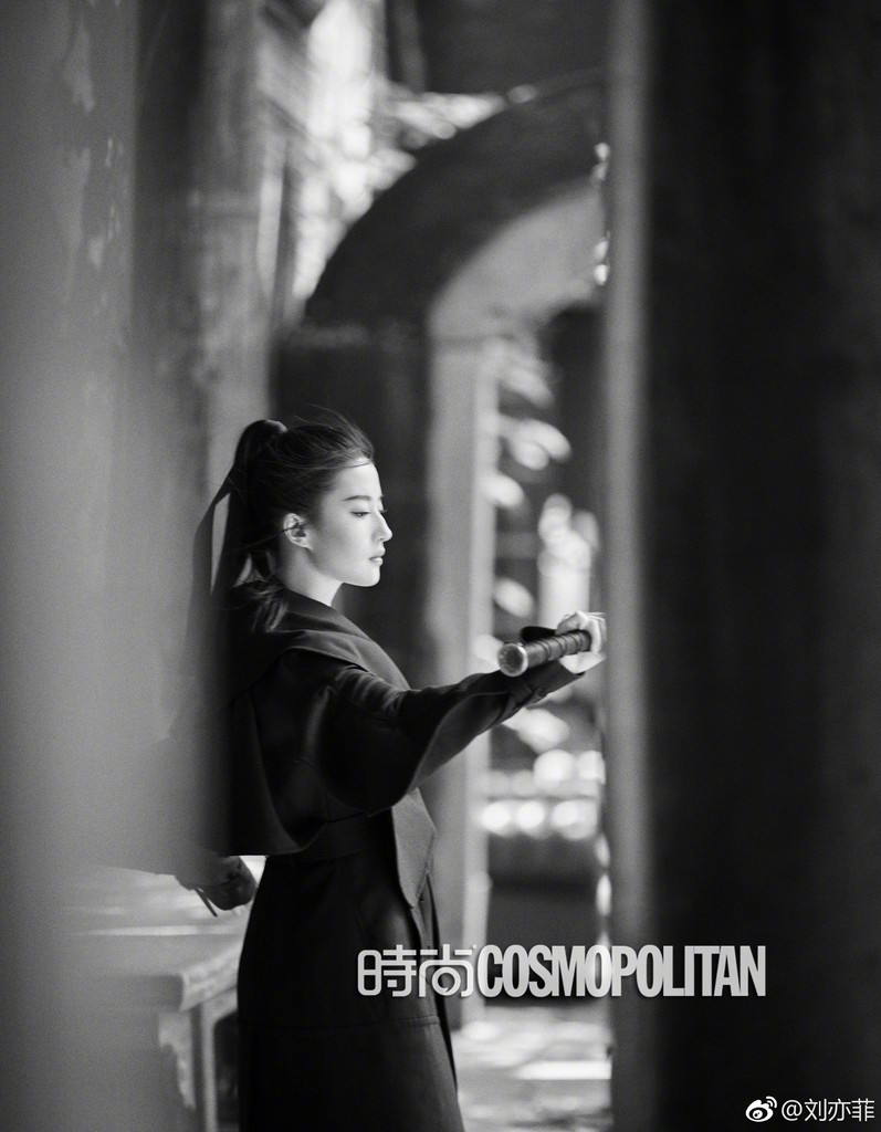 Yifei's Sina พ.ค.- ส.ค. 2560 - Page 2 Sina14072017.8_zpsj6kp4idx