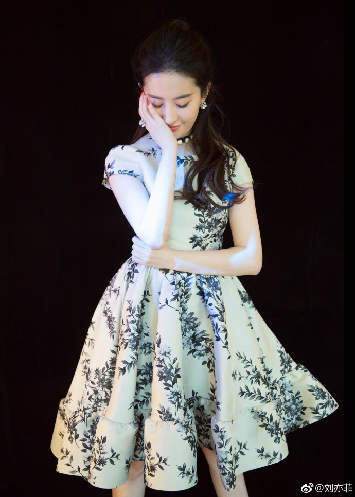 Yifei's Sina ก.ย.- ธ.ค. 2560 - Page 2 Sina29112017.1_zps6nfgxnow