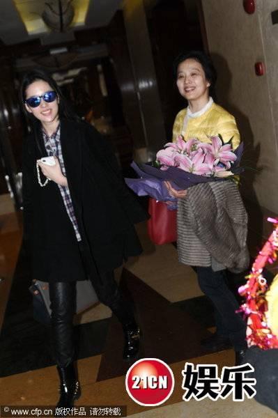 [09/03/14] เดินทางมาเซี่ยงไฮ้เตรียมเปิดกล้อง Lu Shui Hong Yan F57D8E04D5D506A39F9F7834F085A593_zps42b5cd85