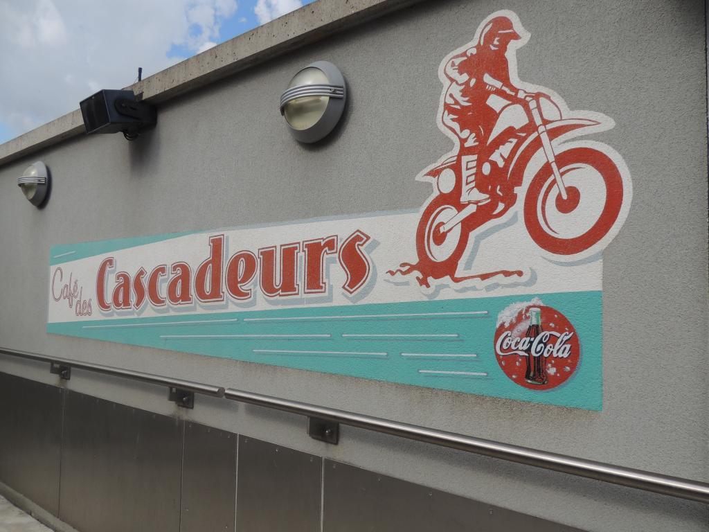 Le Café des Cascadeurs - Page 9 DSCN1925_zps2a5f9636