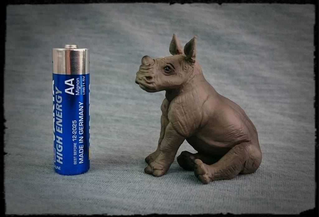 Mojo 2016 - White Rhinoceros Baby Sitting - Walkaround by Kosta 0_zps4siyjskl
