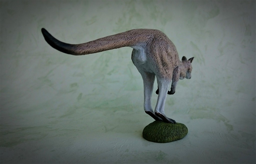 Southlands Replicas - Eastern Grey Kangaroo Hopping 3_zpsnosiccgb