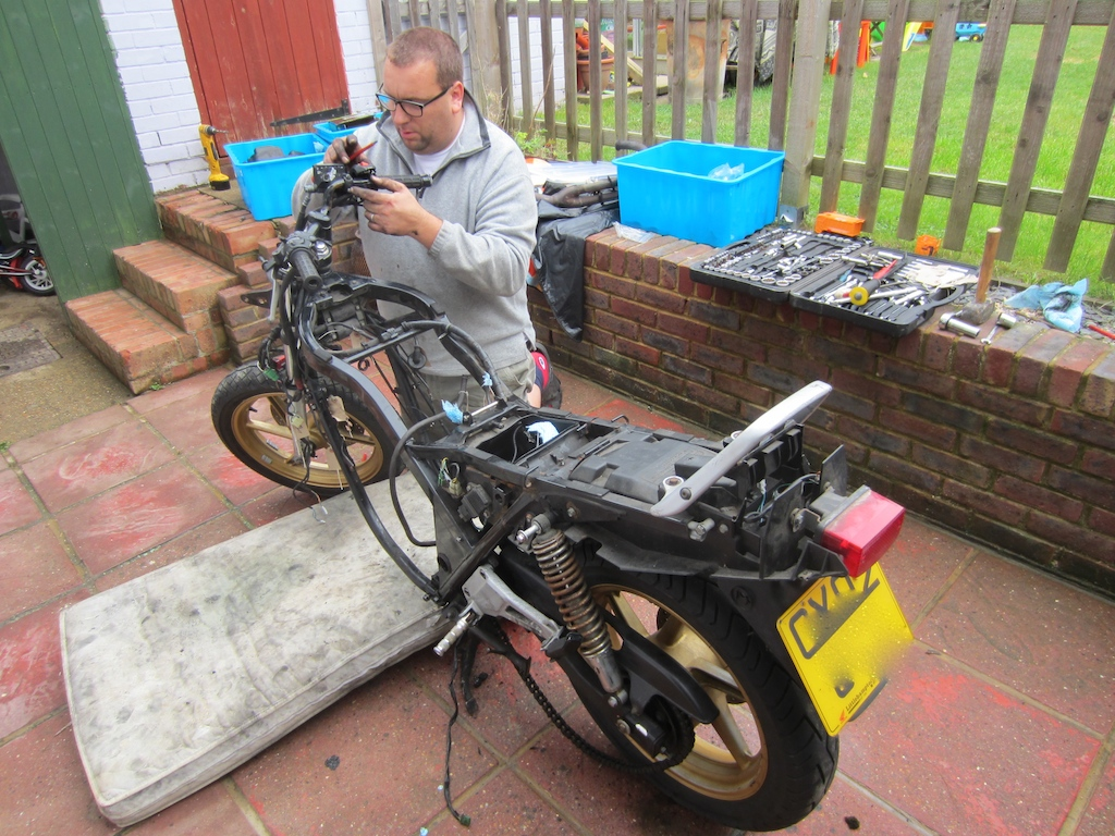 [solved]My first project bike! - Page 2 IMG_3460_zps51627677